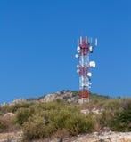 Tour de télécommunication sur une côte Image stock