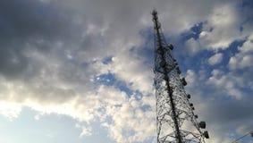 Tour de téléphone et ciel coudy au Sri Lanka photo libre de droits