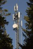 Tour de téléphone portable avec des arbres Image libre de droits