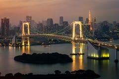 Tour de Tokyo et pont en arc-en-ciel au Japon image libre de droits