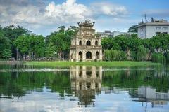 Tour de tortue Thap Rua dans le lac sword de lac Hoan Kiem, Ho Guom à Hanoï, Vietnam Photos libres de droits