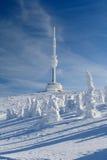 Tour de transmission sur la montagne de Praded Image libre de droits