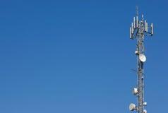 Tour de transmissions d'antenne. image libre de droits