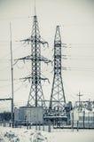 Tour de transport d'énergie de tension de taille image libre de droits