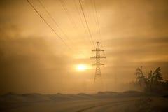 Tour de transport d'énergie de tension de taille photo stock