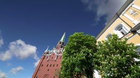 Tour de trinitéde Troitskaya Towercontre le ciel À l'intérieur de Moscou Kremlin, jour de la Russie clips vidéos