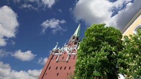 Tour de trinitéde Troitskaya Towercontre le ciel À l'intérieur de Moscou Kremlin, jour de la Russie banque de vidéos