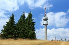 Tour de TV dans les montagnes de la Bulgarie Images stock