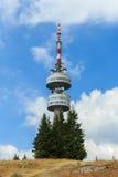 Tour de TV dans les montagnes de la Bulgarie Photographie stock libre de droits