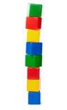 Tour des cubes en couleur d'isolement sur le blanc photo libre de droits