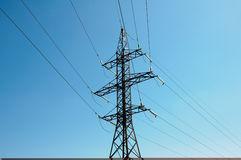 Tour des lignes électriques photographie stock
