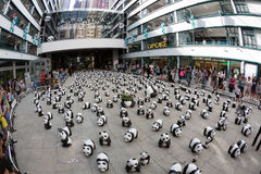 Tour du monde de 1600 pandas en Hong Kong Photo stock