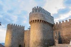 Tour du mur d'Avila au coucher du soleil l'espagne images libres de droits
