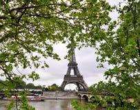 Tour Eiffel à la source Photos libres de droits