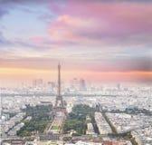 Tour Eiffel à Paris au coucher du soleil Photographie stock