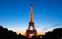 Tour Eiffel célèbre pendant les célébrations des vacances nationales françaises - jour de bastille Images stock