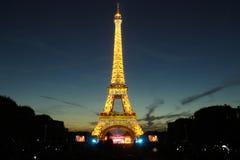 Tour Eiffel célèbre pendant les célébrations des vacances nationales françaises - jour de bastille Photos libres de droits