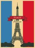 Tour Eiffel contre le drapeau français Photos stock