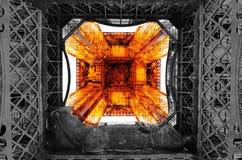 Tour Eiffel de dessous la tour Photographie stock libre de droits