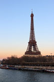 Tour Eiffel et le Seine à Paris France image libre de droits