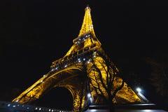 Tour Eiffel iconique la nuit photo stock