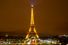 Tour Eiffel la nuit Photos stock