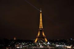 Tour Eiffel par nuit Photos libres de droits