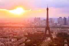 Paris belle vue de tour eiffel avec des couleurs de coucher du soleil de ciel image stock - Lever et coucher du soleil paris ...