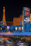 Tour Eiffel sur la bande dans la nuit Las Vegas Photographie stock