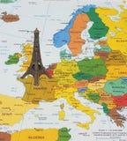 Tour Eiffel sur la carte Images libres de droits