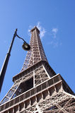 Tour Eiffel sur le fond de ciel bleu, Paris Photos stock
