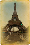 Tour Eiffel sur une vieille carte Photos stock
