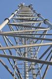 Tour en acier de télécommunication avec des antennes Images libres de droits