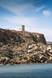 Tour en pierre sur une colline Images stock