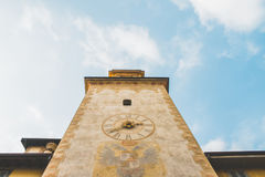 Tour et ciel d'horloge Images libres de droits