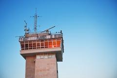 Tour et ciel de contrôle de la circulation de mers Photographie stock libre de droits