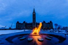 Tour et flamme centennale Ottawa, Canada de paix Photos libres de droits