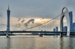 Tour et LiedeBridge de Guangzhou TV photographie stock libre de droits