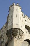 Tour faisante le coin du palais des papes à Avignon Images libres de droits