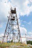 Tour hertzienne avec des émetteurs et des récepteurs Photographie stock libre de droits