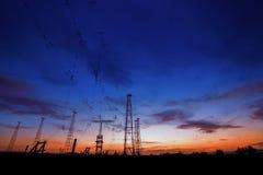 Tour hertzienne avec le fond de ciel en été Photos libres de droits
