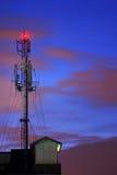 Tour hertzienne de téléphone portable de transmissions Photographie stock libre de droits