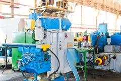 Tour industriel de fer pour couper, rotation des billettes des métaux, bois et d'autres matériaux, tournant, fabrication des déta images stock