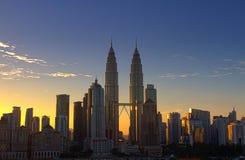 Tour jumelle de Petronas au lever de soleil Photographie stock libre de droits
