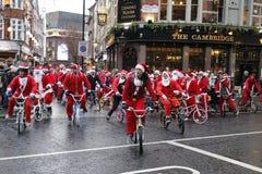 Tour Londres 2017 de vélo de charité de BMX Santa Photos libres de droits