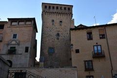 Tour médiévale avec des fenêtres à Ségovie, Espagne photos stock