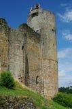 Tour médiévale contre le ciel bleu Images libres de droits