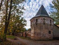 Tour médiévale dans la scène d'automne Photo stock