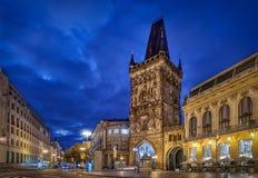 Tour médiévale de poudre au crépuscule à Prague Image stock