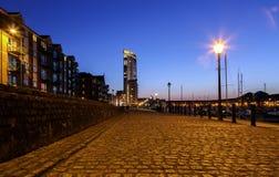 Tour méridienne du ` s de marina de Swansea la nuit images libres de droits